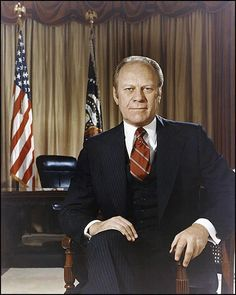 The second President of the Official White House portrait of Gerald Ford, the President of the United States, He also served as vice-president after Spiro Agnew resigned, under Richard Nixon, Ford became president after Nixon's resignation. Presidential Portraits, Presidential History, Presidents Wives, American Presidents, Kennedy Jr, George Vi, Ronald Reagan, Phil Collins, Queen Victoria