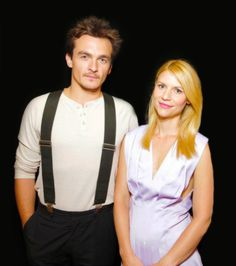 "Rupert Friend and Claire Danes at the summer Television Critics Association tour for their tv show ""Homeland"" in California july Rupert Friend, Claire Danes, Homeland Series, Carrie Mathison, Spy Shows, Sarah Rafferty, Damian Lewis, Star Wars, Best Series"
