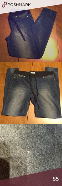 l.e.i Jeggings XL drawstring waist These do have a few hardly noticeable blemishes which are shown in pictures. lei Pants Leggings
