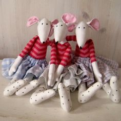 Stuffed Animal Patterns, Dinosaur Stuffed Animal, Mouse Crafts, Fabric Animals, Fabric Toys, House Mouse, Cat Doll, Sewing Toys, Soft Dolls