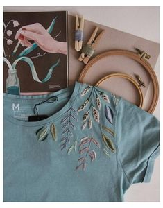 Simple Embroidery Designs, Embroidery Stitches Tutorial, Embroidery On Clothes, Embroidery Flowers Pattern, Hand Embroidery Stitches, Vintage Embroidery, Cross Stitch Embroidery, T Shirt Embroidery, Embroidery Ideas