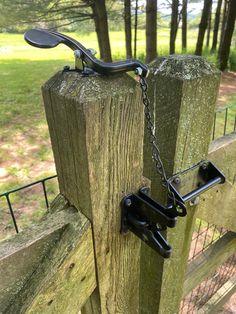 Wood Fence Gates, Wooden Gates, Diy Fence, Fencing, Backyard Gates, Backyard Landscaping, Accessoires 4x4, Porch Gate, Garden Cultivator