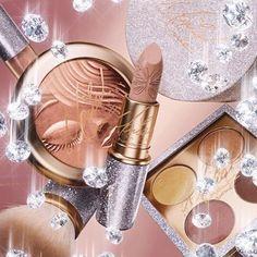 Coleção Mariah Carey de fim de ano para a Mac 😍😍😍 @maccosmetics @mariahcarey #pretty #beauty #maquiagem #beleza #makeup #blogger #brasil #lipstick #cosmetics #cosmetico #cosmeticos #pele #skin #skincare #pink #carolinebeltrame.com.br #blog #glam #beautyblogger #bblogger #blogueirassaopaulo #blogueirasbrasil #influencersbrasil #osasco #saopaulo #fashion #moda #trendy #style #tendencia . . . . . . www.carolinebeltrame.com.br