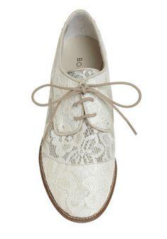 Not a fan of the 'bowling shoe' shape, but I like the idea & lacelacelace.