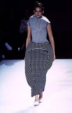 25-10-11  Comme Des Garcon:    The Lumps and Bumps collection 1997 s/s    Working away from the body using unconventional shapes to inform garments that are then put back onto the body – the lump and bump cushion forms are taken away and the garments drape onto the body.