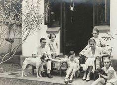Keluarga penghuni Merkusstraat (jln. Bintoro) 7 circa 1934