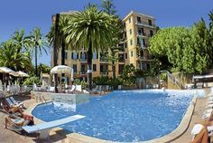 Grand Hotel De Londres Sanremo Grand Hotel De Londres is set on the seafront in Sanremo, just 300 metres from the casino. It features an outdoor sea-water swimming pool, free Wi-Fi, and a Ligurian restaurant.