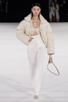 The complete Jacquemus Fall 2020 Menswear fashion show now on Vogue Runway. Fashion 2020, Runway Fashion, High Fashion, Fashion Outfits, Womens Fashion, Fashion Trends, Vogue Fashion, Stylish Outfits, What To Wear Fall