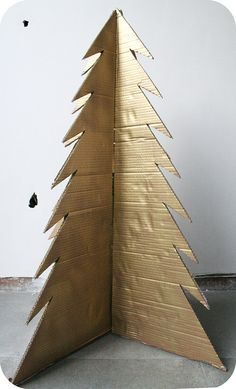 how to make a cardboard xmas tree: love it!
