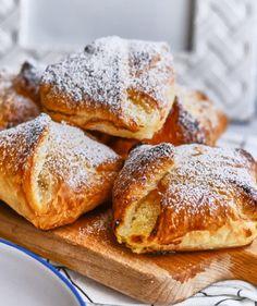 Megúszós túrós batyu   Street Kitchen Naan, Dessert Recipes, Desserts, French Toast, Bread, Cooking, Breakfast, Sweet, Food
