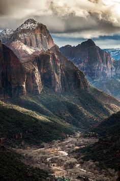 Zion National Park, Utah - This is an amazing place! The moment you enter the park, you are presented with a dazzling majesty of colors and textures you can almost taste. Most Visited National Parks, Us National Parks, Zion National Park, Zion Park, Arches Nationalpark, Yellowstone Nationalpark, Great Smoky Mountains, Beautiful World, Beautiful Places