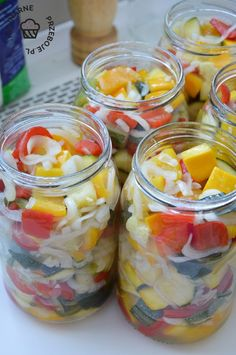 Vegetarian Recipes, Mason Jars, Salads, Food And Drink, Food Items, Essen, Mason Jar, Salad, Chopped Salads