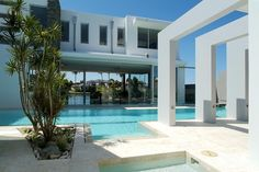 Paul Clout Architecture, Noosa Luxury waterfront house, North Queensland, Australia