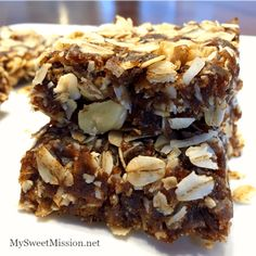 Coconut Walnut Date Squares Coconut Walnut Date Squares have heart-healthy oats, they're naturally sweetened, high in fiber, rich in nutrients and full of flavor! These delicious squares also happen to be vegan, gluten-free and dairy-free. Healthy Sweet Treats, Healthy Desserts, Dessert Recipes, Healthy Bars, Healthy Cookies, Dessert Bars, Yummy Treats, Yummy Food, Cooking With Dates