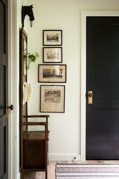 6a322f52a92c2 door knob - (via Pin by Farmhouse Touches on Farmhouse Entryway  amp   Mudroom Inspiration