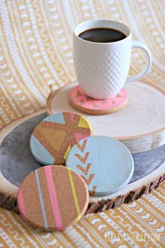 Geometric Cork Coasters Cork Crafts, Diy And Crafts, Arts And Crafts, Cork Coasters, Wooden Coasters, Crafty Fox, Diy Mothers Day Gifts, Idee Diy, Mother's Day Diy