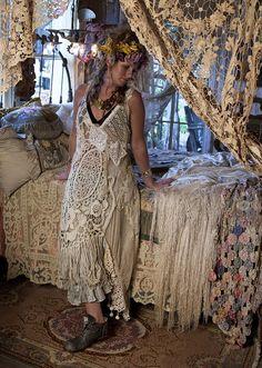 Boho chic modern hippie lifestyle. For the BEST Bohemian fashion trends   FOLLOW >>> http://www.pinterest.com/happygolicky/the-best-boho-chic-fashion-bohemian-jewelry-gypsy-/ <<< now.