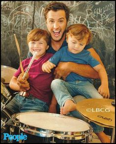 Luke Bryan being adorable with his adorable kids :) Can definitely see michael taking pics like this ♡