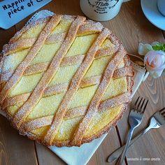 CROSTATA SIMILPASTIERA con crema ricotta è un dolce con base pasta frolla e con un ripieno golosissimo di ricotta lavorata a crema.
