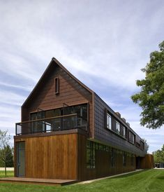 Contemporary yet rustic modern farmhouse clad with cor-ten pre-oxidized steel - Bates Masi Commercial Architecture, Residential Architecture, Amazing Architecture, Interior Architecture, Sustainable Architecture, Modern Barn House, Modern House Design, Narrow House Plans, Boston