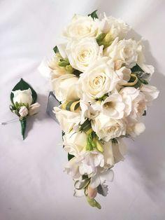 #SophiaKuehFlowers #white #wedding #flowerarrangement #bridal #bouquet #flowers #teardrop #green #TeardropBridalBouquet