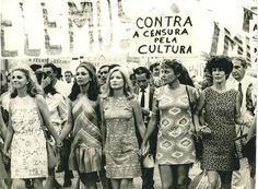 Mulheres protestando contra a ditadura militar no Brasil - 70's