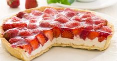 Passion tarte ? Il est temps de vous y remettre avec de belles fraises bien goûteuses ! Tout le monde aime les tartes et celle-ci devrait vous plaire si vous... Ricotta, Strawberry Tart, Smoothies, Detox, Cheesecake, Fruit, Cooking, Sweet, Recipes