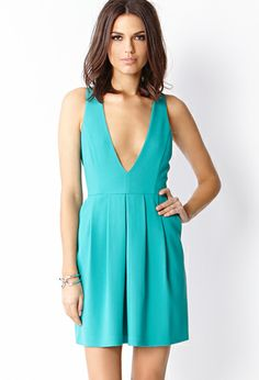 Love this low cut dress! So pretty