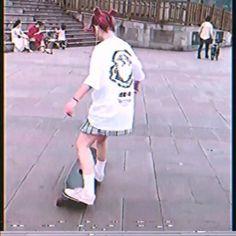 Aesthetic Korea, Aesthetic Videos, Aesthetic Girl, Skate Shirts, Skate Girl, Korean Girl Fashion, Skateboard Girl, Foto Jungkook, Female Character Design