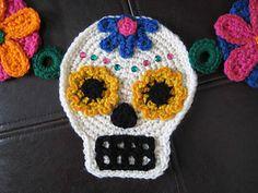 Ravelry: Sugar Skull Garland pattern by Brenda K. Appliques Au Crochet, Crochet Skull Patterns, Halloween Crochet Patterns, Crochet Patterns Amigurumi, Crochet Motif, Crochet Dolls, Crochet Garland, Crochet Decoration, Yarn Projects