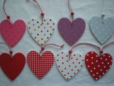 Wooden Hearts Crafts, Heart Crafts, Heart Decorations, Valentine Decorations, Shabby Chic Hearts, Easy Valentine Crafts, Shabby Chic Christmas, Presents For Kids, Hanging Hearts
