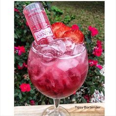 Berry Quickie Cocktail - For more delicious recipes and drinks, visit us here: www.tipsybartender.com