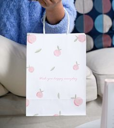 It's time to harvest peaches now! Jialan Package bring you a new design - white kraft paper bag with pink peach pattern. And this paper bag is recyclable, if your country has a plastic ban, then this is also a very environmentally friendly choice. Welcome to contact us to get more details! WhatsApp: +86 15594786050 #kraft #bag #bags #packing #design #customized #shopping #paper #plasticban #papergiftbags Custom Paper Bags, Paper Gift Bags, Paper Gifts, Paper Grocery Bags, Paper Shopping Bag, Paper Packaging, Packaging Design, Paper Bag Design, Kraft Bag