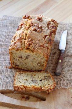 """750g vous propose la recette """"Cake moelleux banane et noix"""" publiée par Pascale Weeks."""