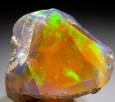 AF769 - Opal $ 60 SOLD Welo, Ethiopia thumbnail - 2.5 x 2 x 2 cm  -  Opal from Welo, Ethiopia [db_pics/pics/af769a.jpg]