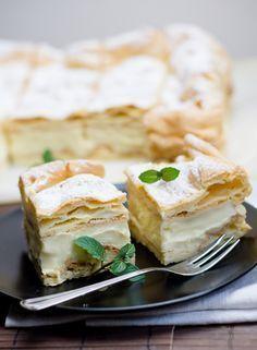 Karpatka - przepis na ciasto i krem Sweets Cake, Cookie Desserts, Sweet Recipes, Cake Recipes, Polish Recipes, Food Cakes, Something Sweet, How To Make Cake, Delicious Desserts