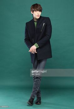 ニュース写真 : Kim Woo-Bin poses for photographs on February 12,...