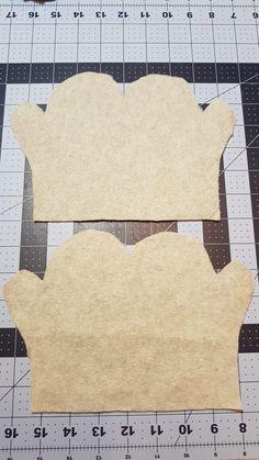 fleece fabric crafts Easy Fleece mittens - kids s, m, l Fleece Crafts, Fleece Projects, Fabric Crafts, Sewing Crafts, Diy Crafts, Sewing Projects For Kids, Sewing For Kids, Fleece Patterns, Skirt Patterns
