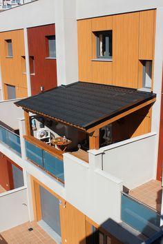 Si en tu terraza hace mucho sol, habla con los vecinos; elige el color que mejor se ajuste al edificio y contacta con nosotros.