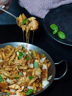 Makaron z kurczakiem i sosem pomidorowym Diet Recipes, Food And Drink, Meals, Chicken, Cooking, Ethnic Recipes, Food Ideas, Fitness, Food And Drinks