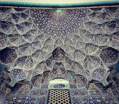 Photographer Captures the Beautifully Kaleidoscopic Ceilings of Mosques - My Modern Met