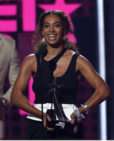 Solange Knowles leaves Beyoncé's name out of BET Award speech