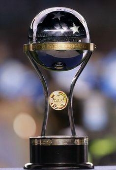 Troféu da Copa Sulamericana.