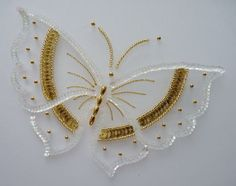 Broderies Carole Magne - Stages de broderies Zardozi Embroidery, Tambour Embroidery, Couture Embroidery, Bead Embroidery Jewelry, Silk Ribbon Embroidery, Embroidery Neck Designs, Embroidery Flowers Pattern, Butterfly Embroidery, Hand Embroidery Stitches