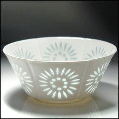 Arabia of Finland's rice pattern sunburst bowl