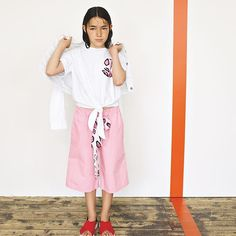 Pink cropped pants and red slippers ❤️  #springsummer2017 //// #fashiongirl #tshirt #tee #ss17 #swag #sportswear #kidswear #kidswear #kidsshoes #kidsclothing #madeinitaly #msgmkids #msgm #msgmmilano