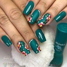 French Nail Designs, Diy Nail Designs, Nail Polish Designs, Kiss Nails, Hot Nails, The Art Of Nails, Rose Nail Art, Stamping Nail Art, Pretty Nail Art