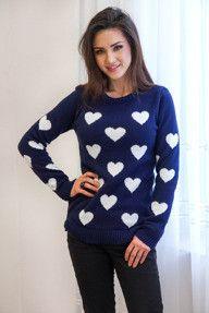 Ciepły granatowy sweter w serca