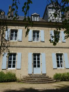 Façade coté jardin (From the garden) George Sand, Sand House, Shabby Home, White Cottage, French Country Decorating, Country Living, Facade, My House, Spring