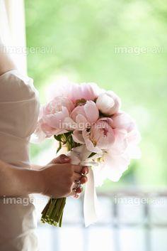 ブライダルブーケを持つ花嫁 - 写真素材